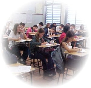 O ensino no Brasil está organizado e estruturado de acordo com a Lei de Diretrizes e Bases da Educação (LDB 9.394/96)