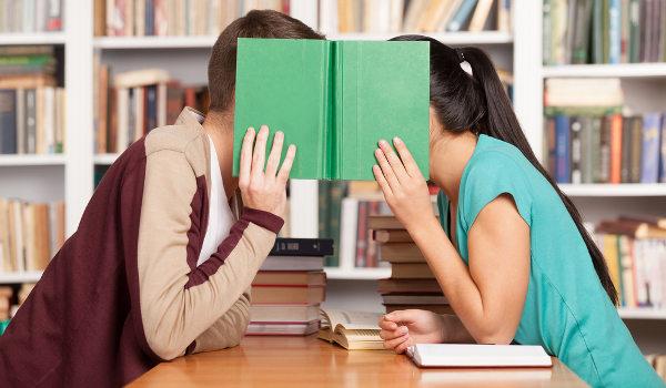 Estudantes podem conciliar o namoro com os estudos de forma harmoniosa, basta ter comprometimento¹