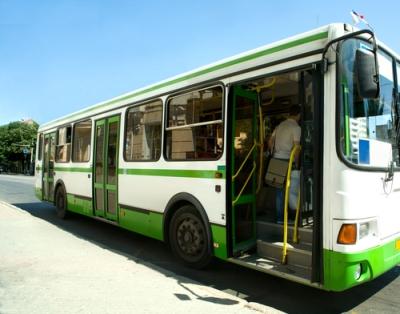 Existe um acirrado debate sobre a possibilidade e a viabilidade do transporte gratuito.
