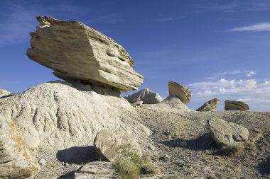 Existem várias condições que controlam a ação do intemperismo e permitem a diferenciação das paisagens