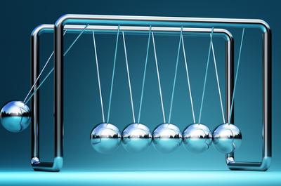O pêndulo de Newton é um dispositivo que pode ser utilizado para o ensino de princípios básicos da Mecânica