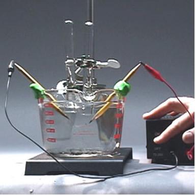 Esse experimento de eletrólise será feito com eletrodos de grafite