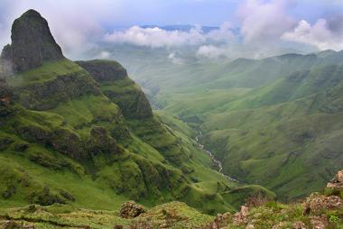 Paisagem da Cordilheira de Drakensberg, África do Sul
