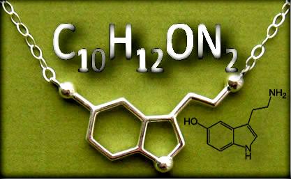 A fórmula molecular da serotonina, mostrada acima, indica a quantidade de átomos de cada elemento na molécula