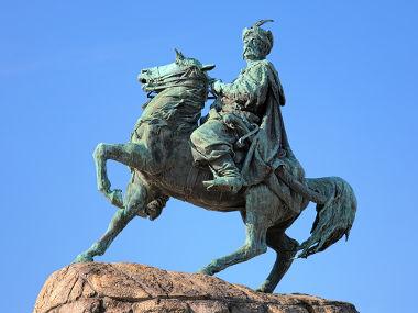 Estátua em homenagem aos cossacos na Ucrânia *