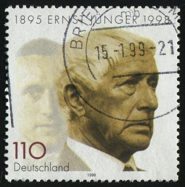Selo com imagem do escritor alemão Ernst Jünger.*