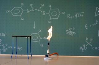 Esse experimento contribuirá para a comprovação prática do que foi explanado na teoria sobre combustão e entalpia