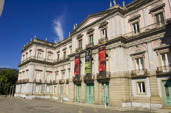 Fachada do Museu Nacional, localizado no Parque Quinta da Boa Vista, na cidade do Rio de Janeiro.
