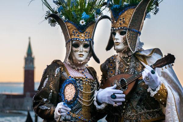 As fantasias eram uma parte importante da comemoração popular durante o Carnaval na Europa da Idade Moderna.