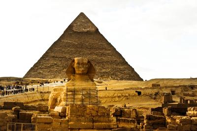 As pirâmides e a Esfinge, no vale de Gizé, expressam o apogeu de uma grande civilização antiga, a egípcia