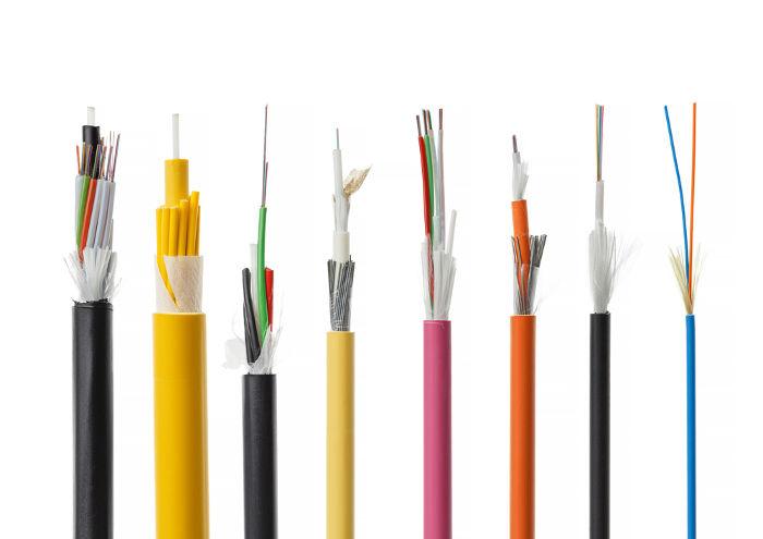 As fibras ópticas utilizam princípios da óptica geométrica para transmitirem dados em grandes velocidades.