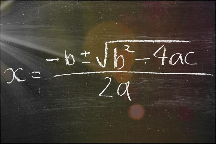 Fórmula de Bhaskara: uma das frações algébricas mais conhecidas