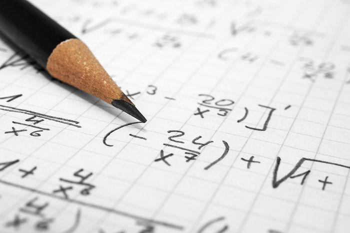 Frações algébricas são expressões que possuem pelo menos uma incógnita no denominador