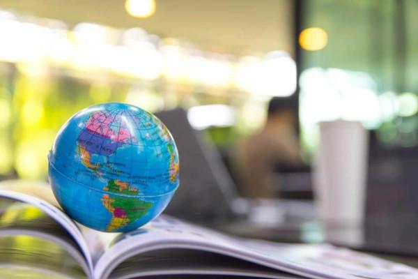 Geografia é a ciência que estuda o espaço geográfico e as relações entre a sociedade e o meio em são estabelecidas.