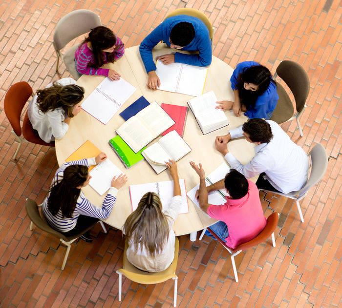Geralmente, a média ponderada é utilizada para calcular as notas finais de alunos do Ensino Superior