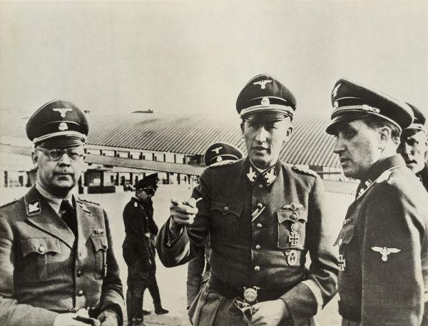 Himmler (esquerda) e Heydrich (centro) foram os grandes arquitetos do holocausto *