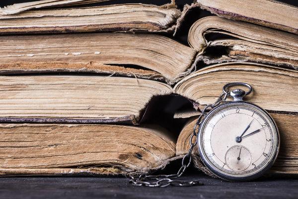 História é a ciência que estuda os acontecimentos passados e a ação do homem no tempo.
