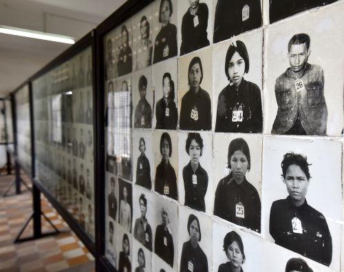 Imagem das vítimas da tirania de Pol Pot, mortas em campos de trabalho forçado *