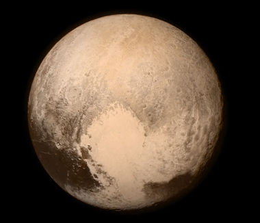Imagem de Plutão divulgada pela NASA e obtida pela sonda New Horizons em julho de 2015