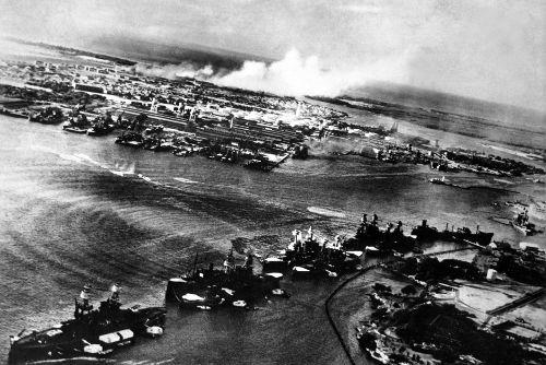 Imagem tirada de um avião japonês durante o ataque à base naval de Pearl Harbor