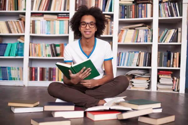 A melhor forma de obter conhecimento é cercar-se de bons livros