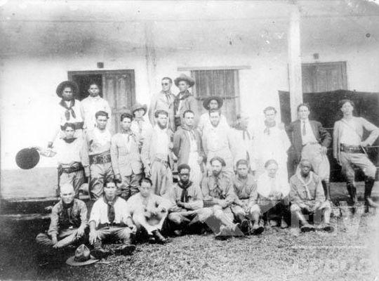 Integrantes da Coluna Prestes em uma foto tirada em algum momento de 1926*