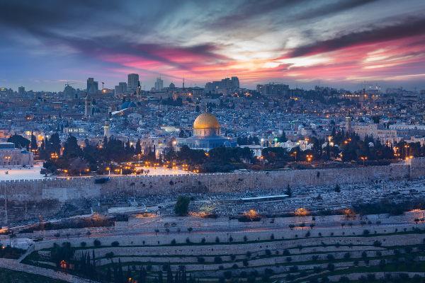 Jerusalém é considerada sagrada por três religiões: cristianismo, islamismo e judaísmo.