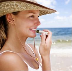 A lanolina é usada em batons para hidratação dos lábios