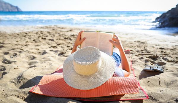 Ler livros não didáticos é uma boa opção de lazer para as férias escolares