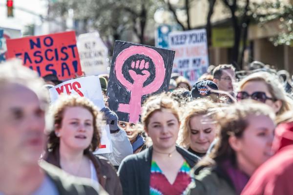 O feminismo marcou a história como a luta das mulheres por igualdade política e social.*