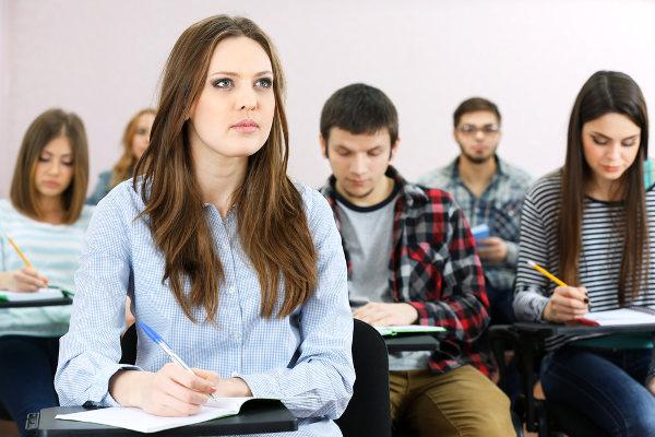 Manter a atenção na sala de aula nem sempre é tarefa fácil. É necessário foco e disciplina.