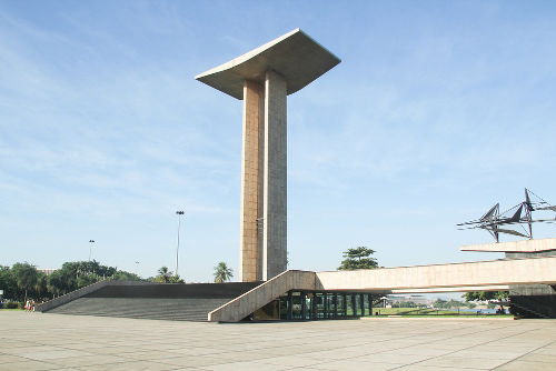 Monumento construído na cidade do Rio de Janeiro em homenagem aos pracinhas que lutaram na Segunda Guerra*