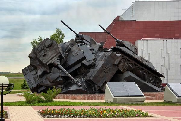 Monumento em homenagem ao confronto dos blindados durante a batalha de Kursk*
