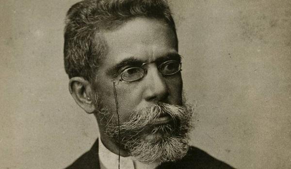 Na primeira fase de sua poesia, influências árcades e românticas. Na segunda fase, Machado desenvolveu uma temática pessimista em versos parnasianos