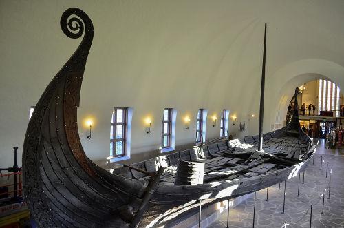 Navio viking (chamado de drakkar) exposto no museu de Oslo, Noruega *