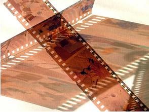 Negativos de fotos, resultantes da redução dos íons prata em prata metálica
