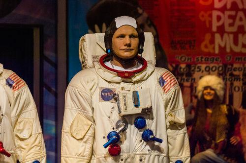 Neil Armstrong foi o comandante da nave espacial Apollo 11 e primeiro homem a pisar a Lua.*