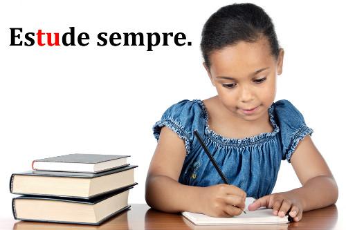 Nesse verbo, a sílaba tônica está localizada no radical, caracterizando uma forma rizotônica