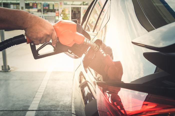 O abastecimento depende da quantidade de combustível que o veículo gasta por quilômetro