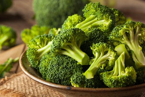 O brócolis pode ser preparado no vapor