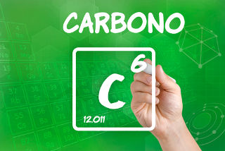 O carbono necessita de quatro elétrons para estabilizar-se
