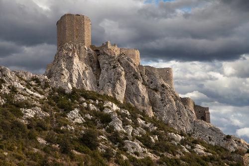 O Castelo de Quéribus, na França, foi considerado um forte cátaro no século XII e alvo da Cruzada Albigense