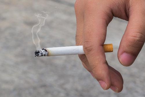 O cigarro está relacionado com diversos problemas graves de saúde, como o câncer
