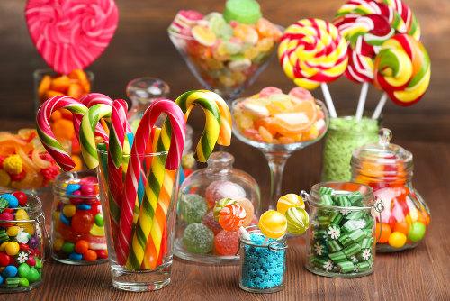 O consumo exagerado de doces pode causar a obesidade