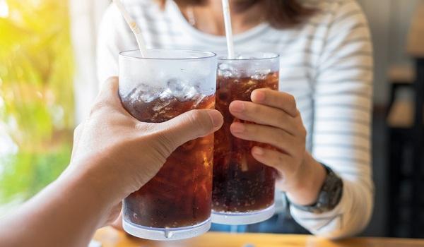 O consumo exagerado de refrigerante pode levar ao ganho de peso