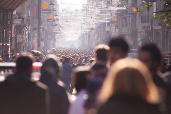 O consumo e a produção em massa de bens são característicos da sociedade de massa