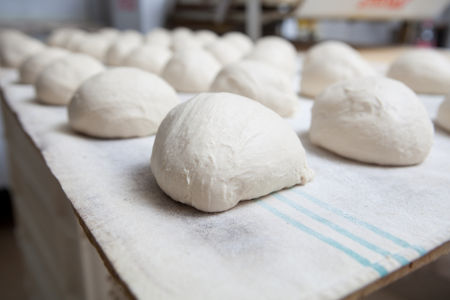 O crescimento da massa do pão decorre de uma fermentação