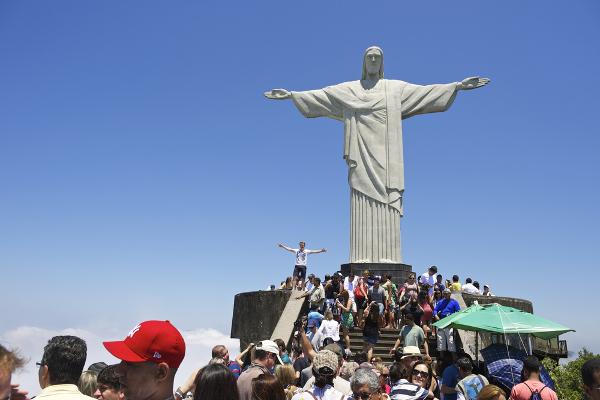 O Cristo Redentor atrai milhares de visitantes todos os dias *