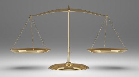 O equilíbrio de massas em uma balança representa a lei ponderal de Lavoisier