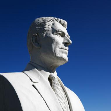 O ex-presidente dos Estado Unidos, Ronald Reagan, foi identificado por muitos analistas como um dos adeptos do Neoliberalismo